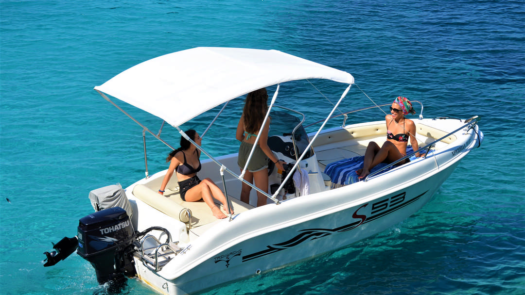 Chrisiida | 30-50 HP Deluxe Boat