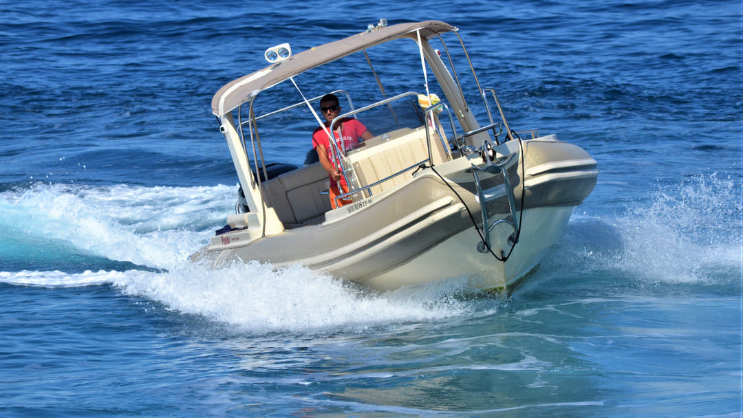 Kouros | 2 x 300 HP Luxury RIB